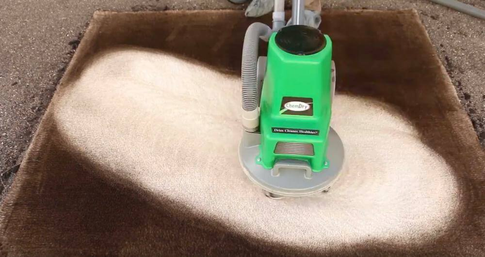 carpet cleaning machine cleaning very dirty carpet